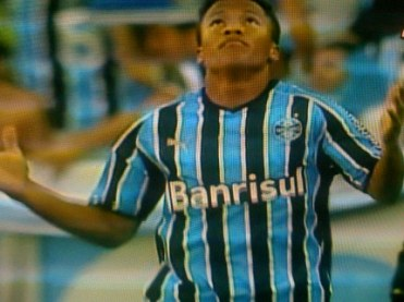 dd78fda126adf Soares agradece logo após o primeiro gol