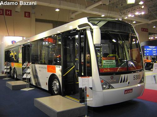 Ônibus para corredor segregado