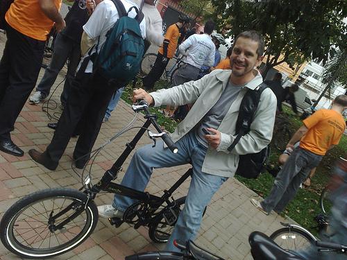 Milton e a bicicleta dobrável
