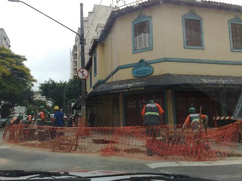 Calçada da Fama em frente a restaurante