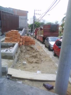 Calçada ocupara por construtora