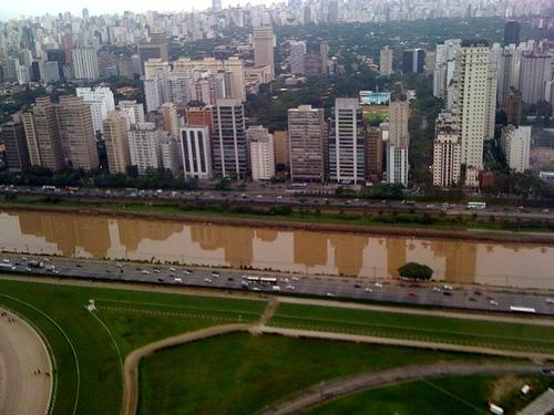 Reflexo da Cidade (Pétria Chaves)