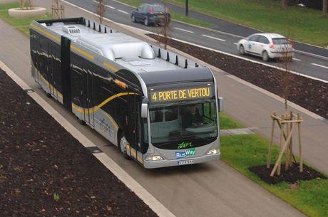 Busway, na França. Veículos com tecnologia limpa, corredor moderno e integração com o carro