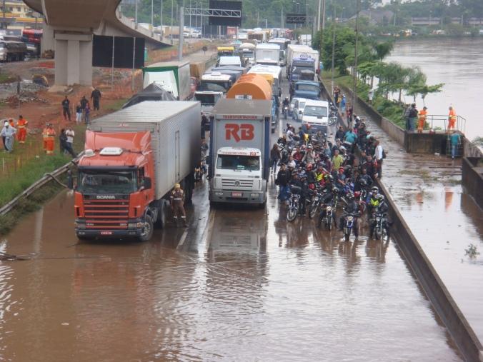 Marginal Tietê por Sérgio Mendes