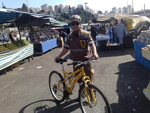 Marronzinho de bicicleta