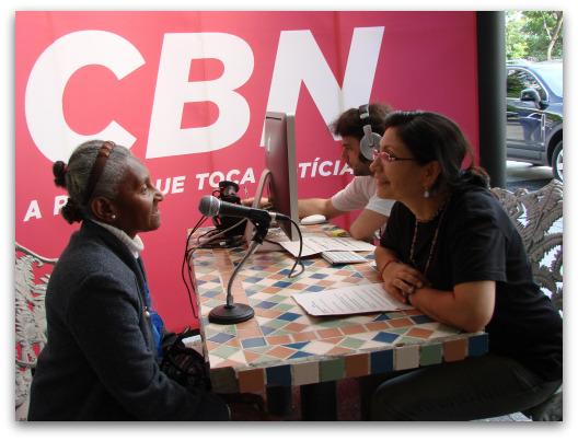 Veronice Ribeiro (à direita) fala a CBNMuseu da Pessoa