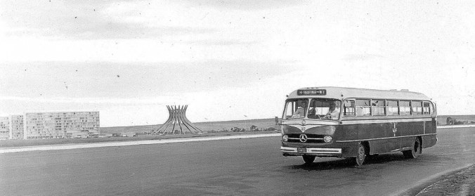 Ônibus da empresa pública de transporte, em 1964