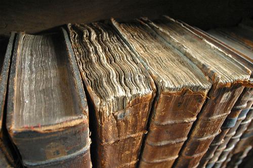 Old_book_bindings_Wikimedia