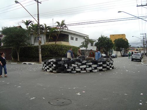 Rotarória de pneus
