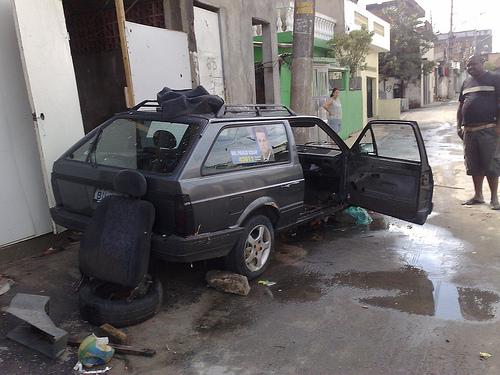 Carro ficou alagado no Corrego Zavuvus, Americanopolis