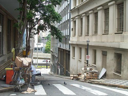 Reciclável na calçada