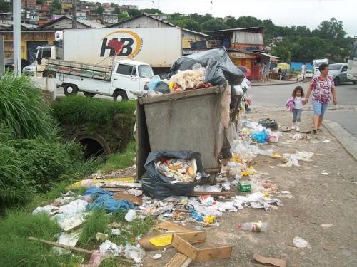 Lixo no Jardim Independência