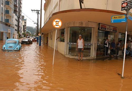 Enchente em Camburiu - SC