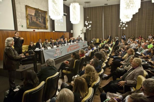 AP-COM-POLITICA-URBANA-PL-272-2015-ZONEAMENTO-22-06-2015-ANDRE-BUENO-EDIT1501-300ABRE