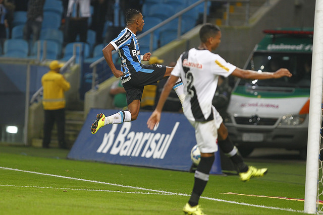 Pedro Rocha comemora segundo gol do Grêmio (foto do Grêmio Oficial, no Flickr)