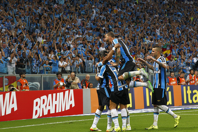 Time comemora a goleada no Gre-Nal (Foto álbum oficial do Grêmio no Flickr)