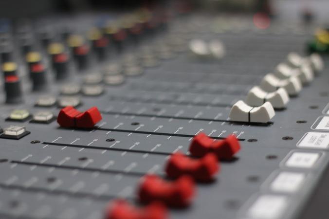 radio-1989628_960_720