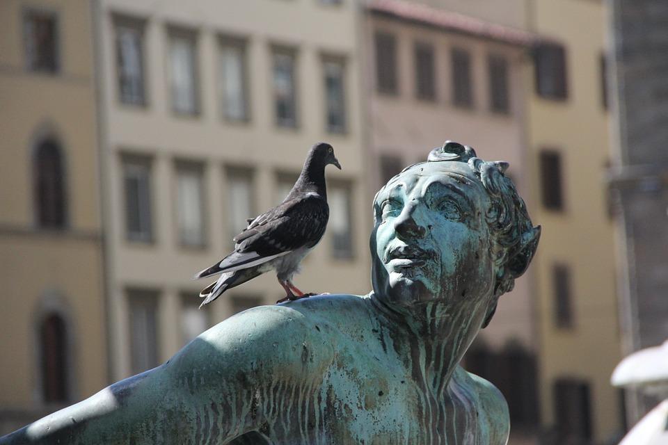 statue-185435_960_720