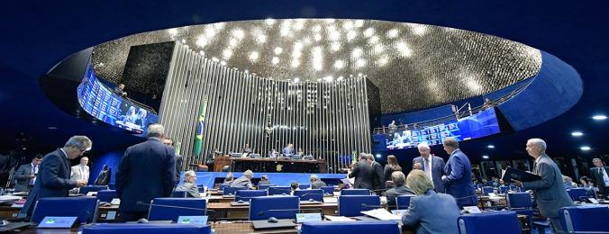 Presidente do Senado Federal, senador Eunício Oliveira, conduz sessão deliberativa extraordinária