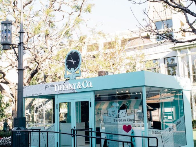 https---blogs-images.forbes.com-hylabauer-files-2018-01-Tiffany-Co.-Pop-Up-at-The-Grove-2-e1517327237770-1200x900