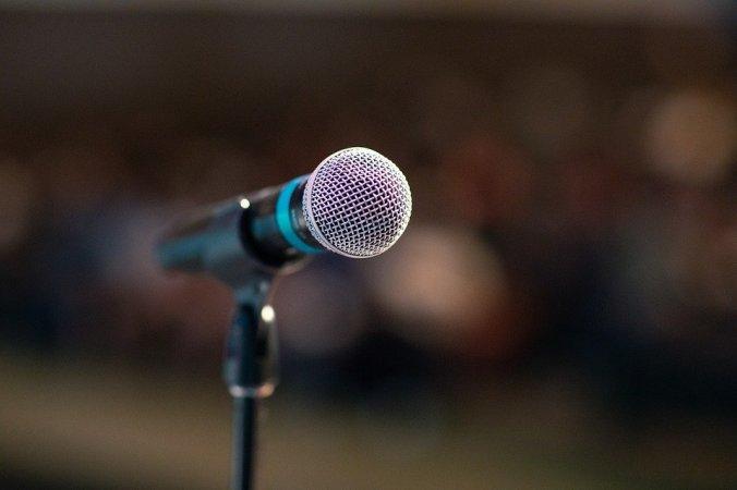 public-speaking-3926344_960_720