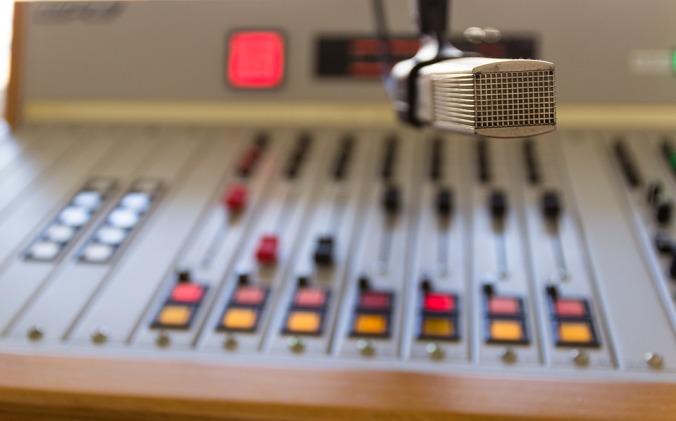 radio-4738393_960_720