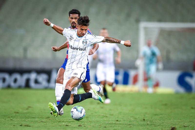 Ferreirinha parte para o ataque em foto de Lucas Uebel/Grêmio FBPA