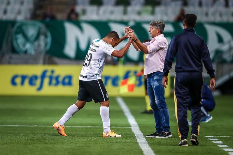 Diego Souza comemora gol em foto de Lucas Uebel/Grêmio FBPA